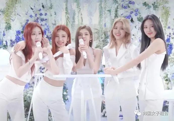实时间Fanclub Fan Party中的女团成员们的美貌