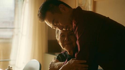 《流金岁月》大结局:南孙被奶奶认可后落泪,朱锁锁破相找到归宿