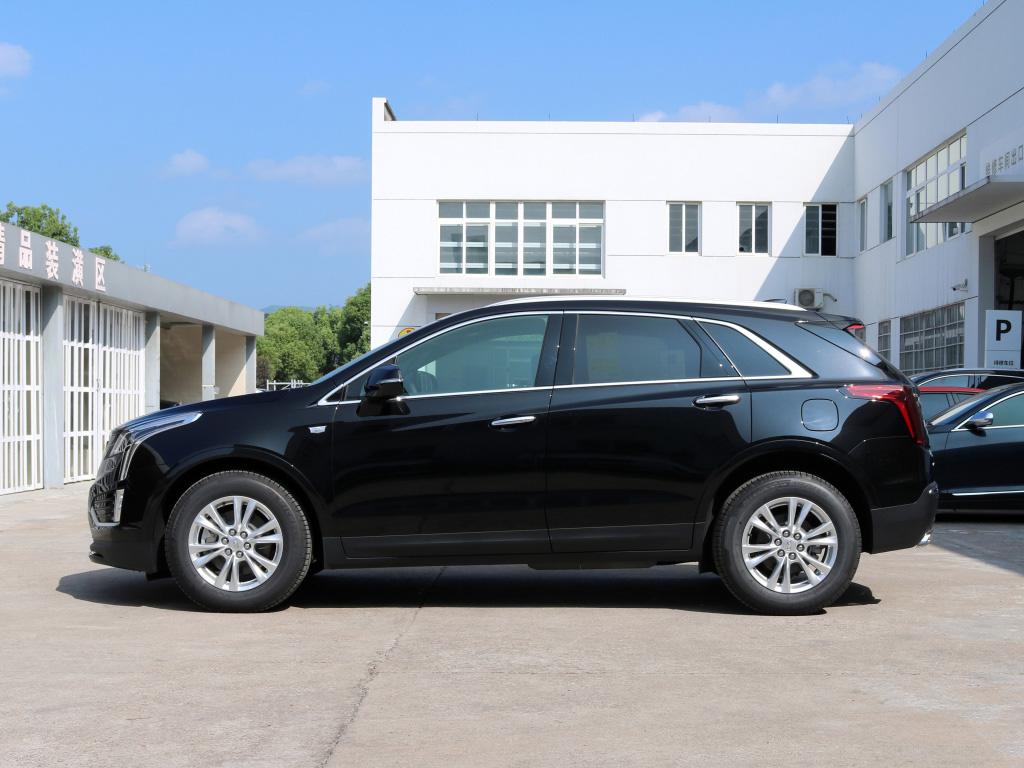 凯迪拉克XT5—32W起售的中型豪华SUV,外形非常厚实大气