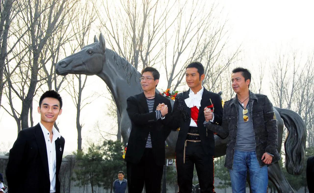 《大江大河2》王凯:13年前黄晓明被老板簇拥,我很尴尬站一边