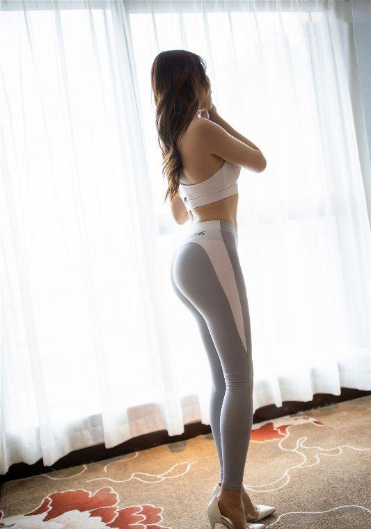 瑜伽裤外穿,更能吸引人注目