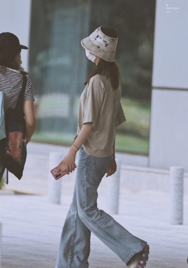气质娴静不如学学刘诗诗穿衣,简约清爽又舒适,实在是太合适她了