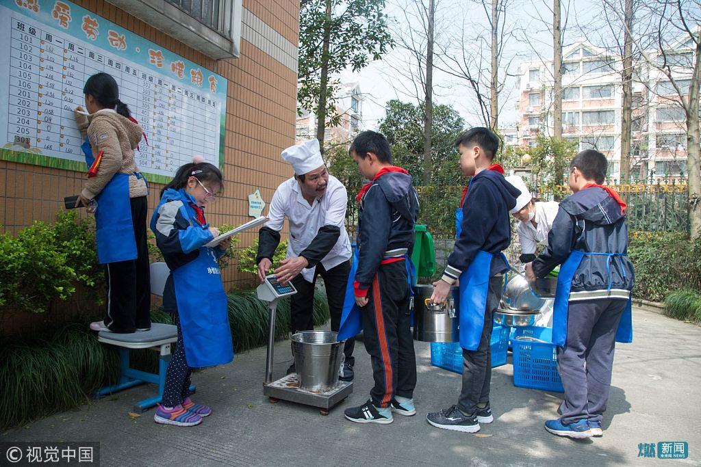 剩饭也要称重并计入班级评比 杭州一校长出妙招倡导学生节约用餐
