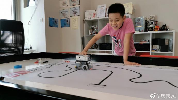 蔡国庆9岁儿子获机器人比赛冠军,不当歌手当钟南山那样的科学家