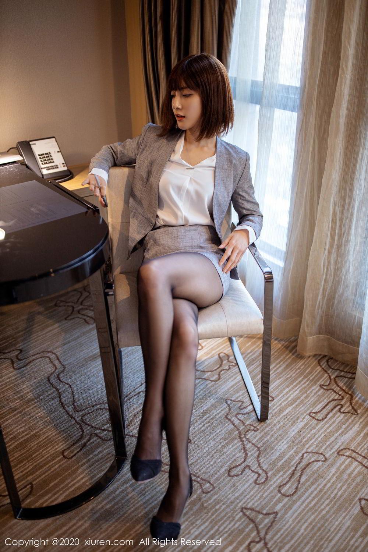 办公室丝袜高跟秘书,职场穿着黑丝高跟就是性感
