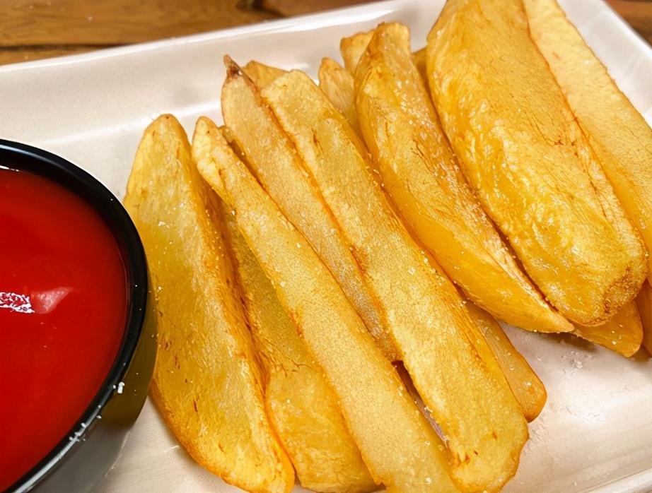 炸薯条时,有人先煮有人先冻?都不对,教你正确做法,薯条不回软