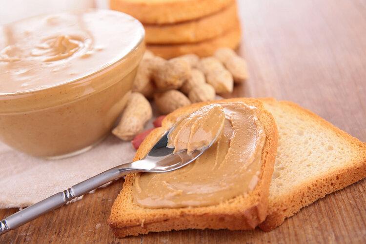 花生是心血管祸根还是营养佳品?吃对了是长寿果,吃不对是催命符
