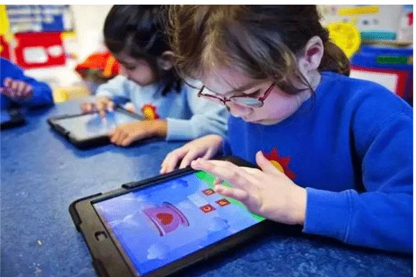 """乔布斯不让自己孩子用平板?刷手机上瘾,APP暗藏""""玄机"""""""