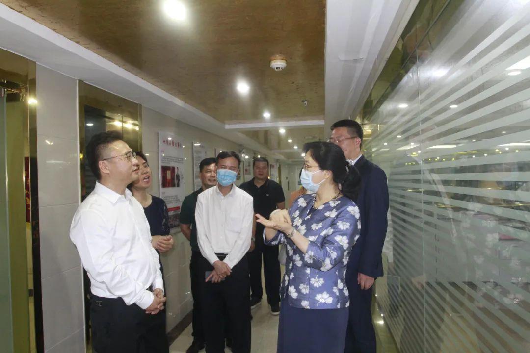 深圳市委常委、统战部部长杜玲一行莅临深圳市温州商会调研指导