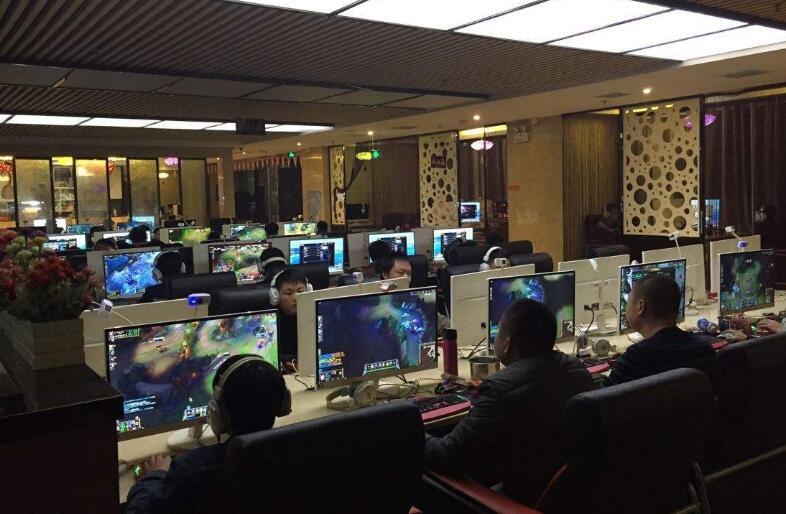 新天龙八部玩家偶遇低调大神,评分高达120万,却在网吧打帮战
