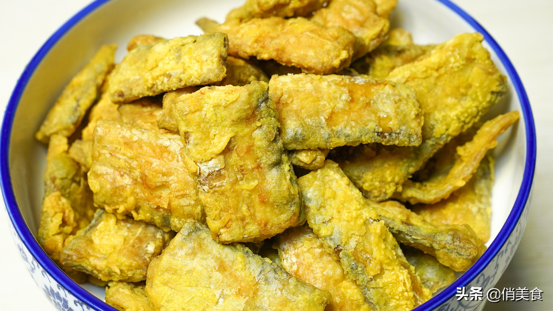 炸带鱼,到底是裹面粉还是淀粉?教你正确做法,外酥里嫩无腥味 美食做法 第11张