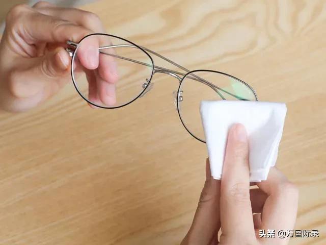 眼镜怎么擦都模糊?那是你方法不对,注意这2点眼镜立马干净明亮 家务卫生 第4张