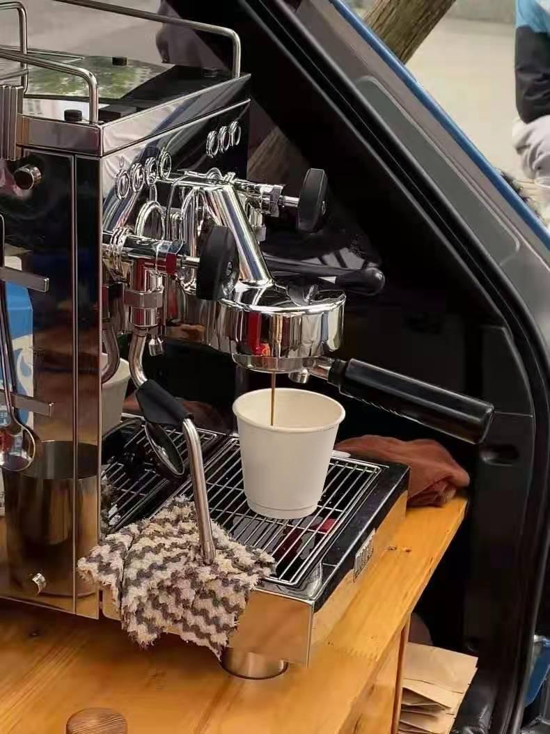 城市漫游记:云度π3后备箱变身移动咖啡店