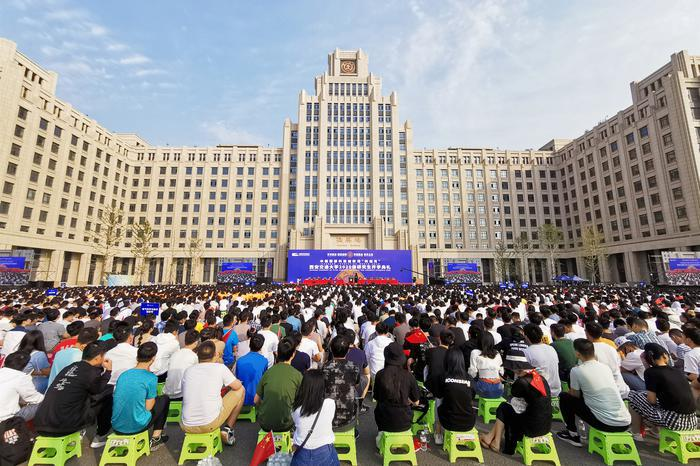 """西安交大八千余名研究生新生开学,校长嘱托让""""为世界之光""""成为具体行动"""
