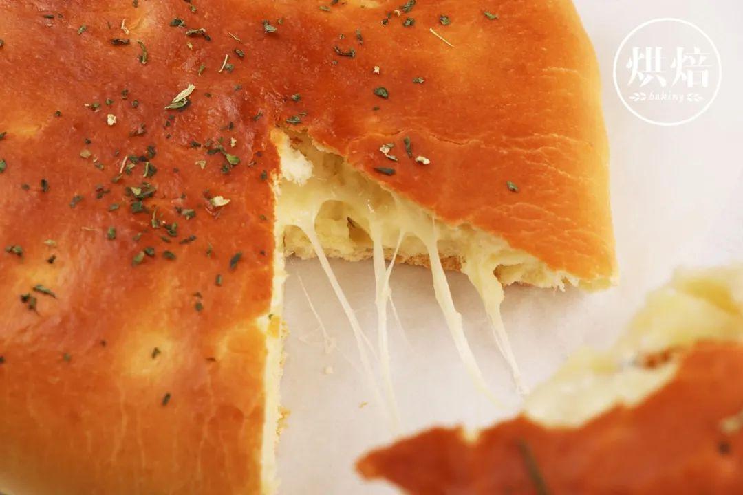 消耗土豆的好办法 拉丝很长的乳酪土豆面包 蓬松柔软 无人不爱
