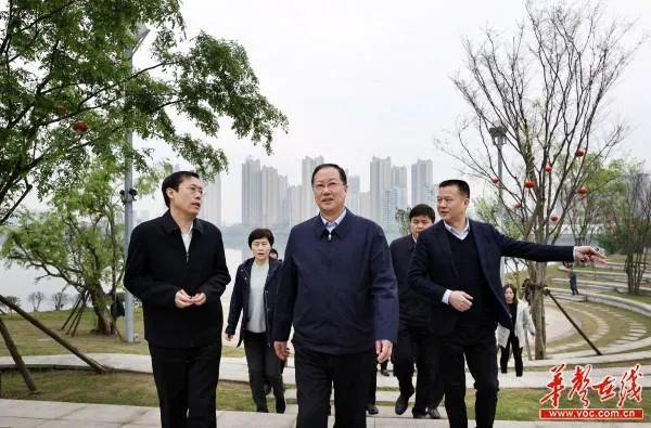 中央督察组刚进驻就发现问题,省委书记周末赴现场察看