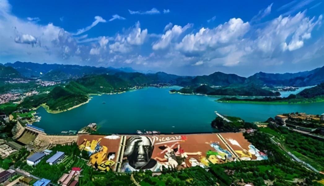 北京平谷:世界最大桃园、华北道教圣地、惊险玻璃栈道、巨大彩绘