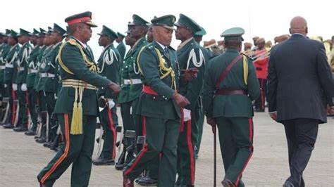 世界最大的国中之国,军队两千人,设置元帅军衔,制服有英军风格