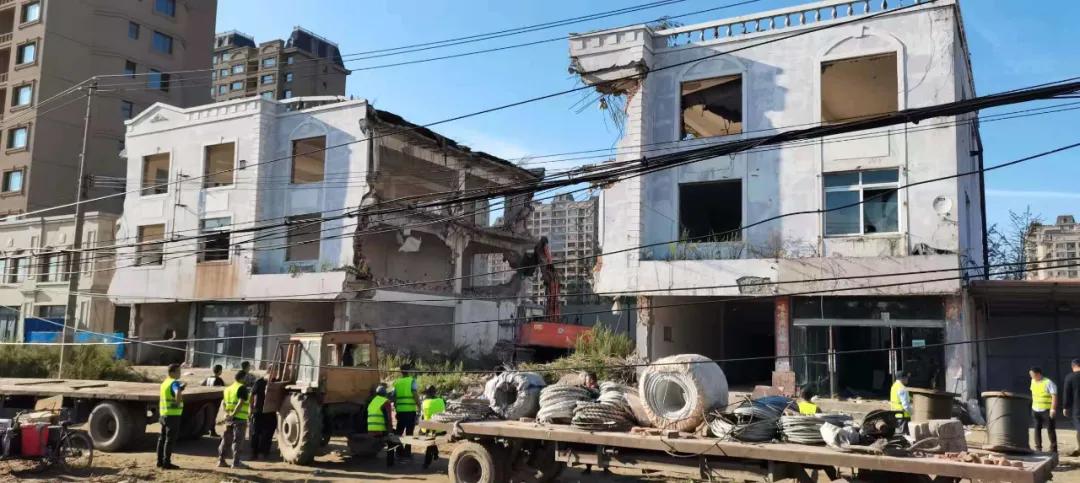 东港市政府依法对西海官邸8户房屋实施强拆
