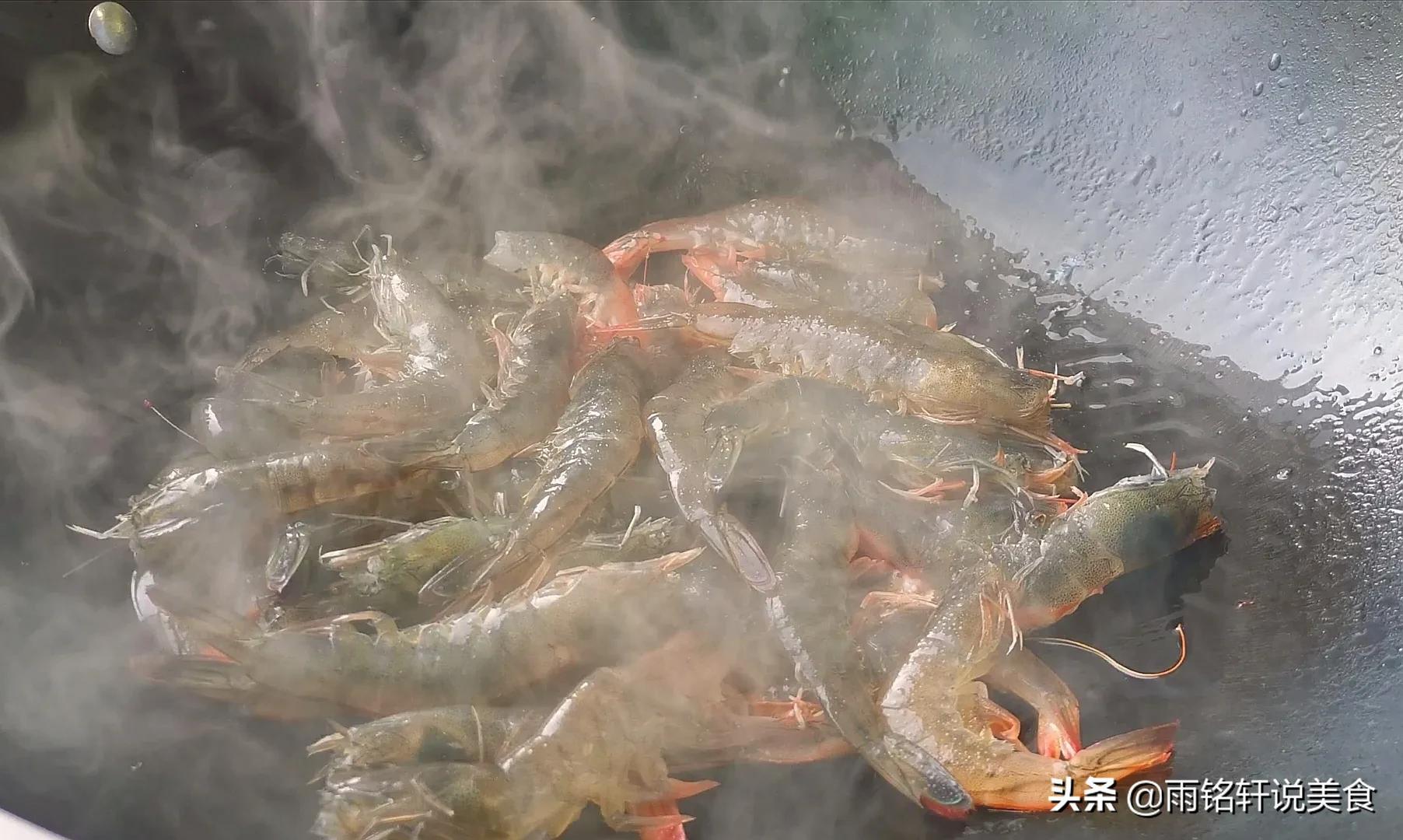 油焖大虾的正宗做法,不需要加盐,让你在家也能做出饭店的味道