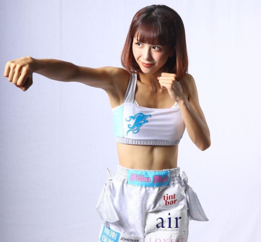日本格斗萝莉网上走红,师从K-1天王魔裟斗,钢铁腹肌不逊一龙