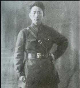 毛泽东亲自坐飞机检验空军,结果空中遭遇险情,吓坏刘亚楼