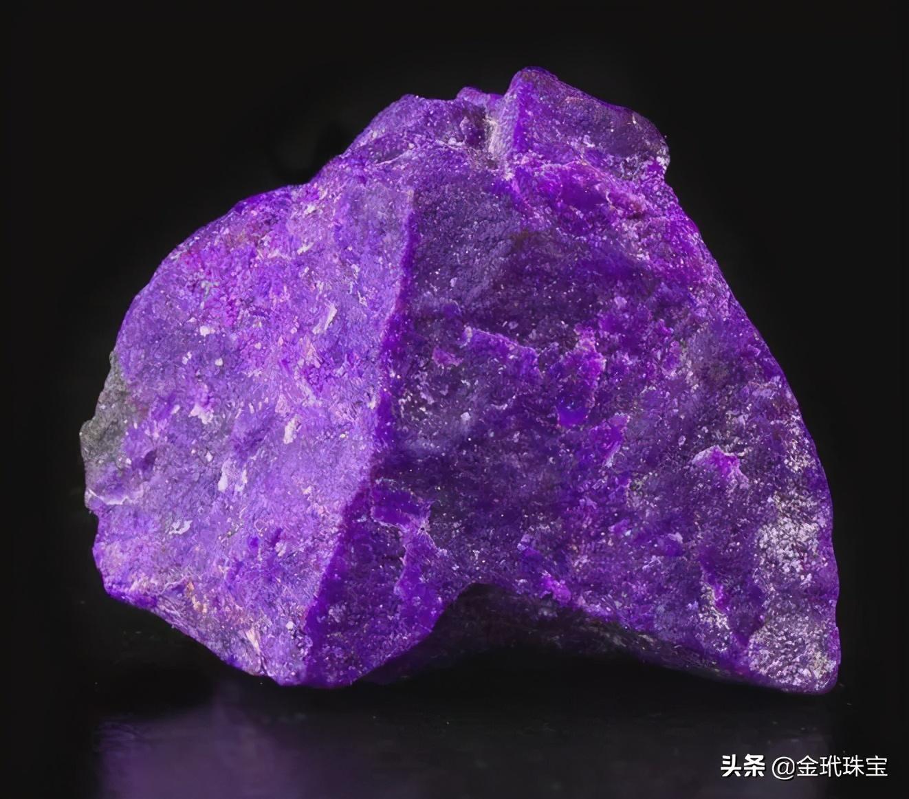 你知道苏纪石吗,这种手镯比翡翠手镯还贵,而且还是南非的国石
