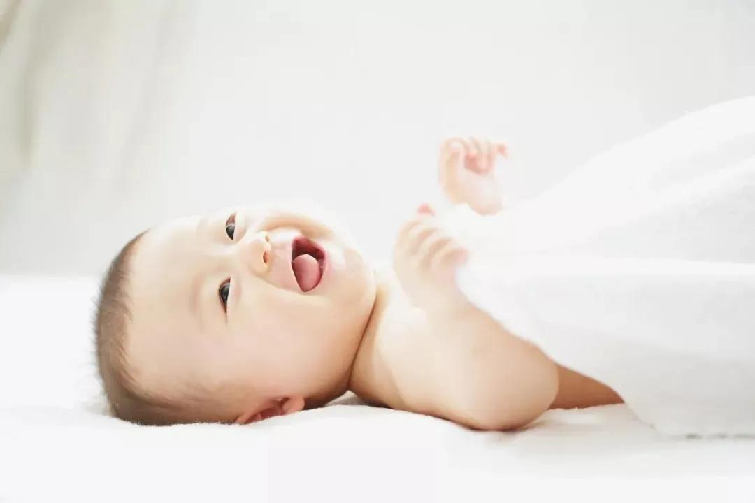 """不做""""无知""""家长,宝宝到底哪种睡姿好"""