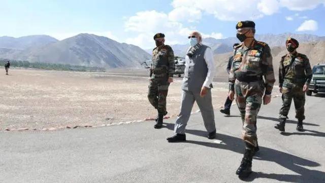 印度为什么同意撤兵?因为战场上得不到的东西,再耗下去更被动