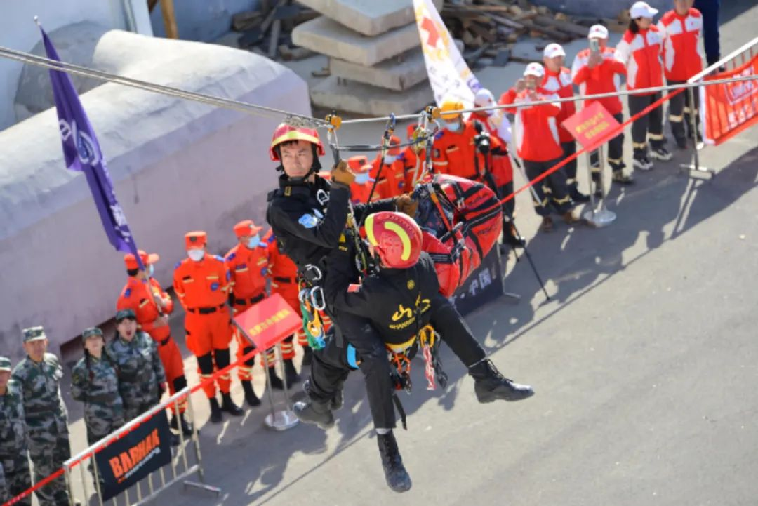 全国户外安全教育巡讲暨中国登山协会绳索技术研训走进山东济南