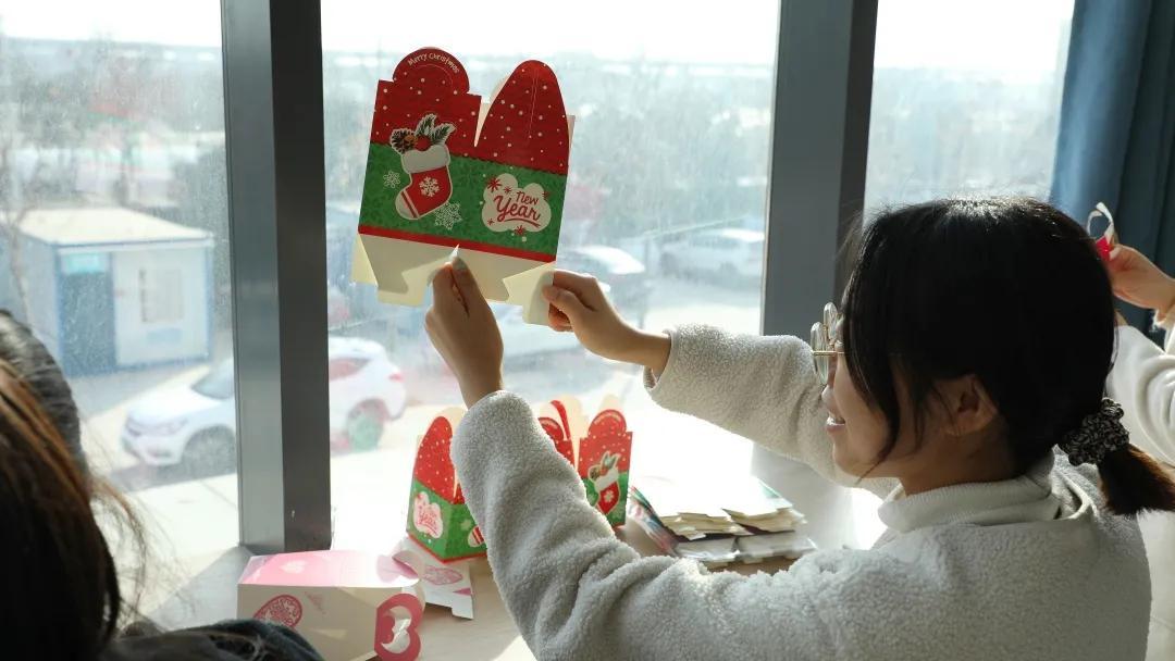 圣诞节没有圣诞老人?皮卡丘叮当猫竟成最佳CP
