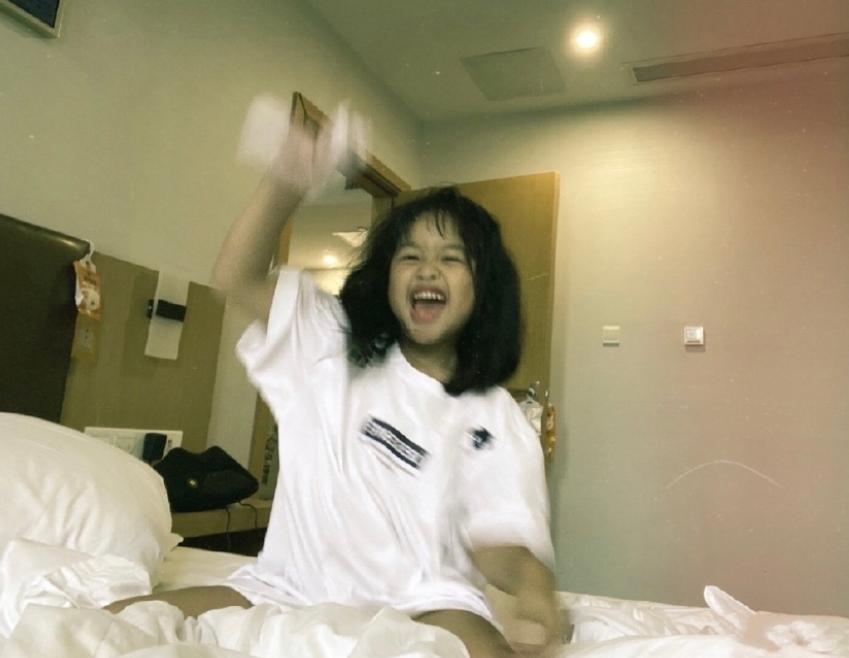包文婧女兒生活照被傳,5歲包可艾五官長開,長相越發清秀了