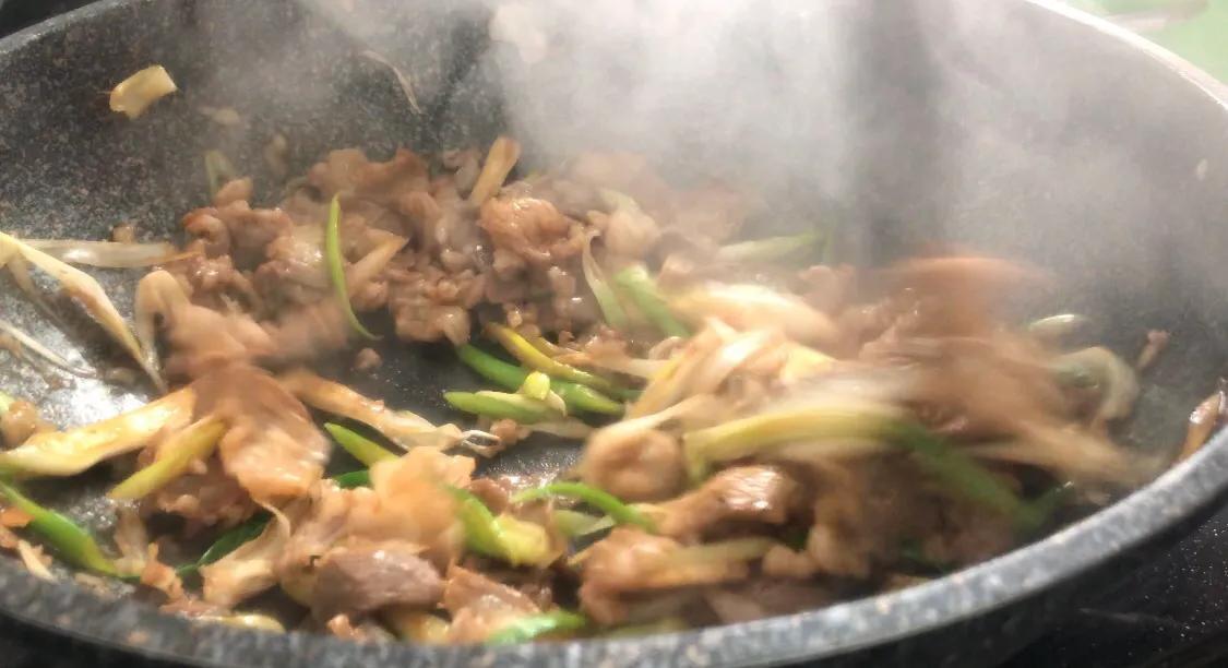 好吃的葱爆羊肉 美食做法 第8张