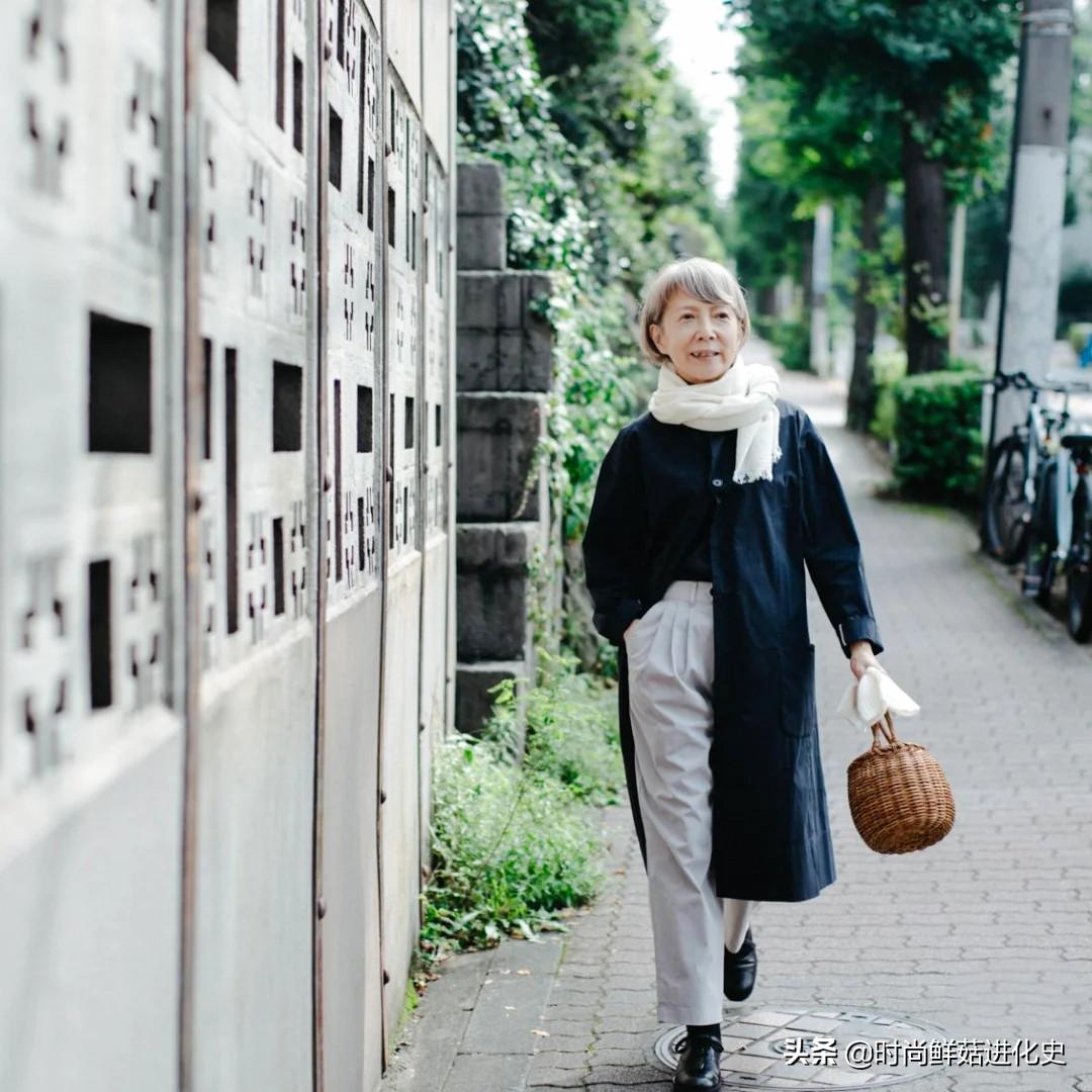 过了60岁的女人,穿衣要学会坚持这3个习惯!整个人都会变美