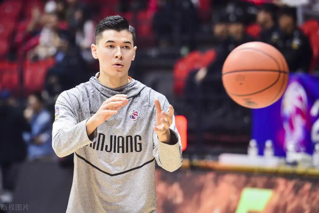 中国男篮迎好消息!两大强援齐助阵,杜锋有望率队突围而出