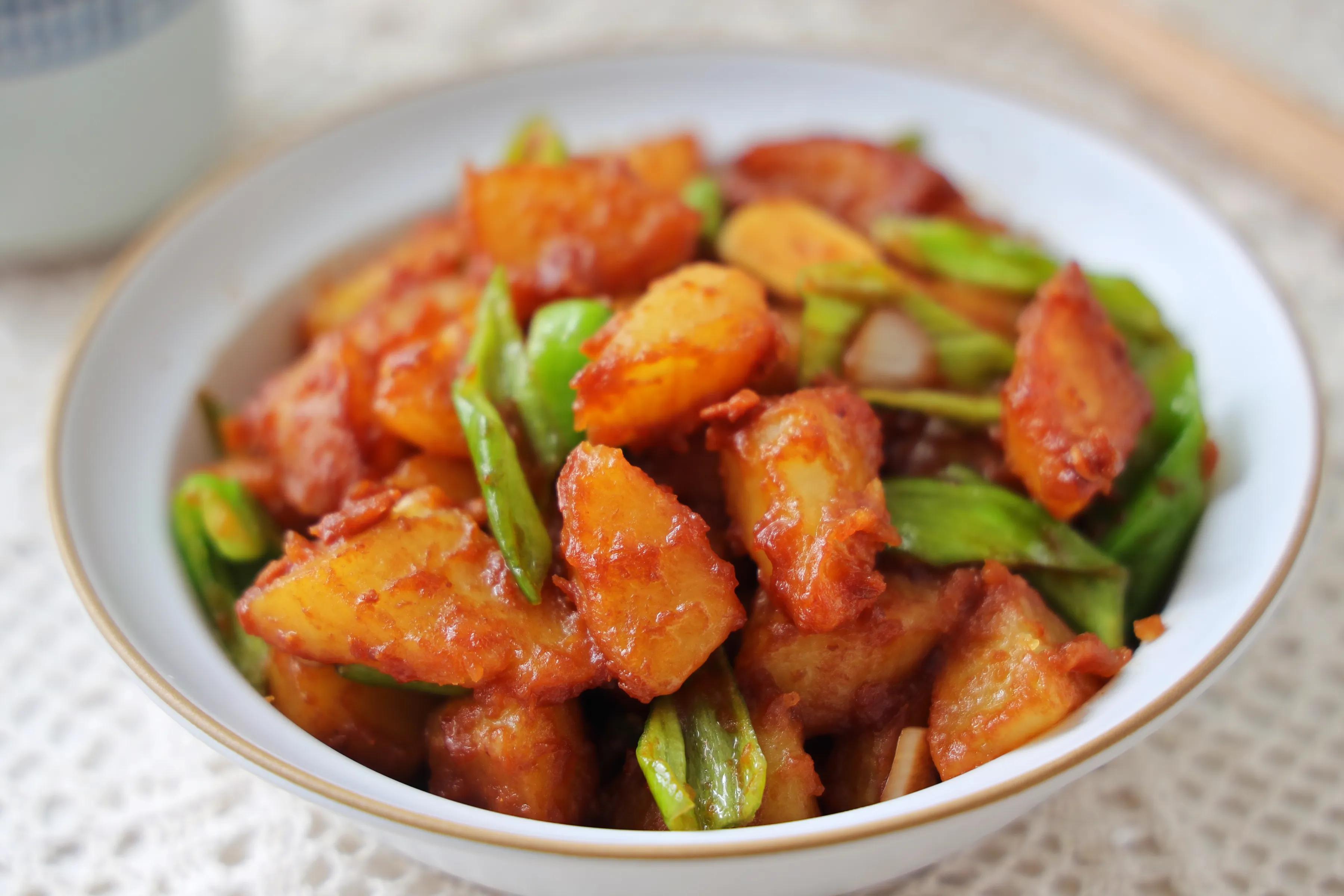 土豆简单做一做,当饭又当菜,软烂入味,入口即化,比红烧还过瘾 美食做法 第2张