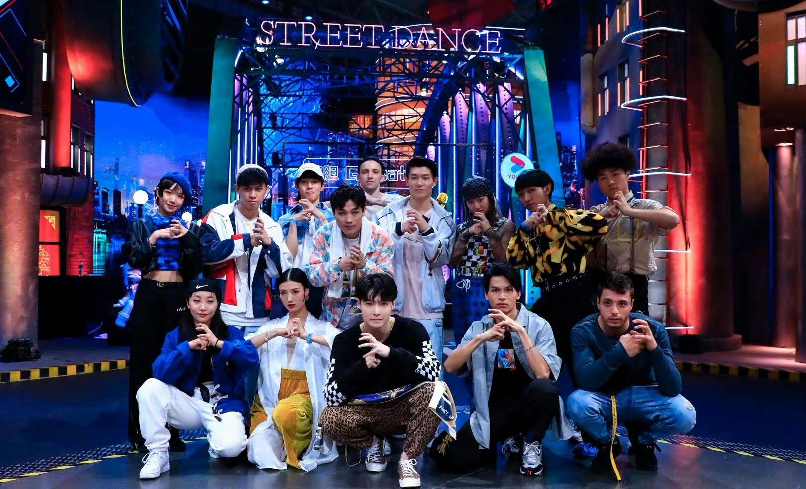 《街舞4》开录,张艺兴连夜抵达战场,新任队长刘宪华在线求队名