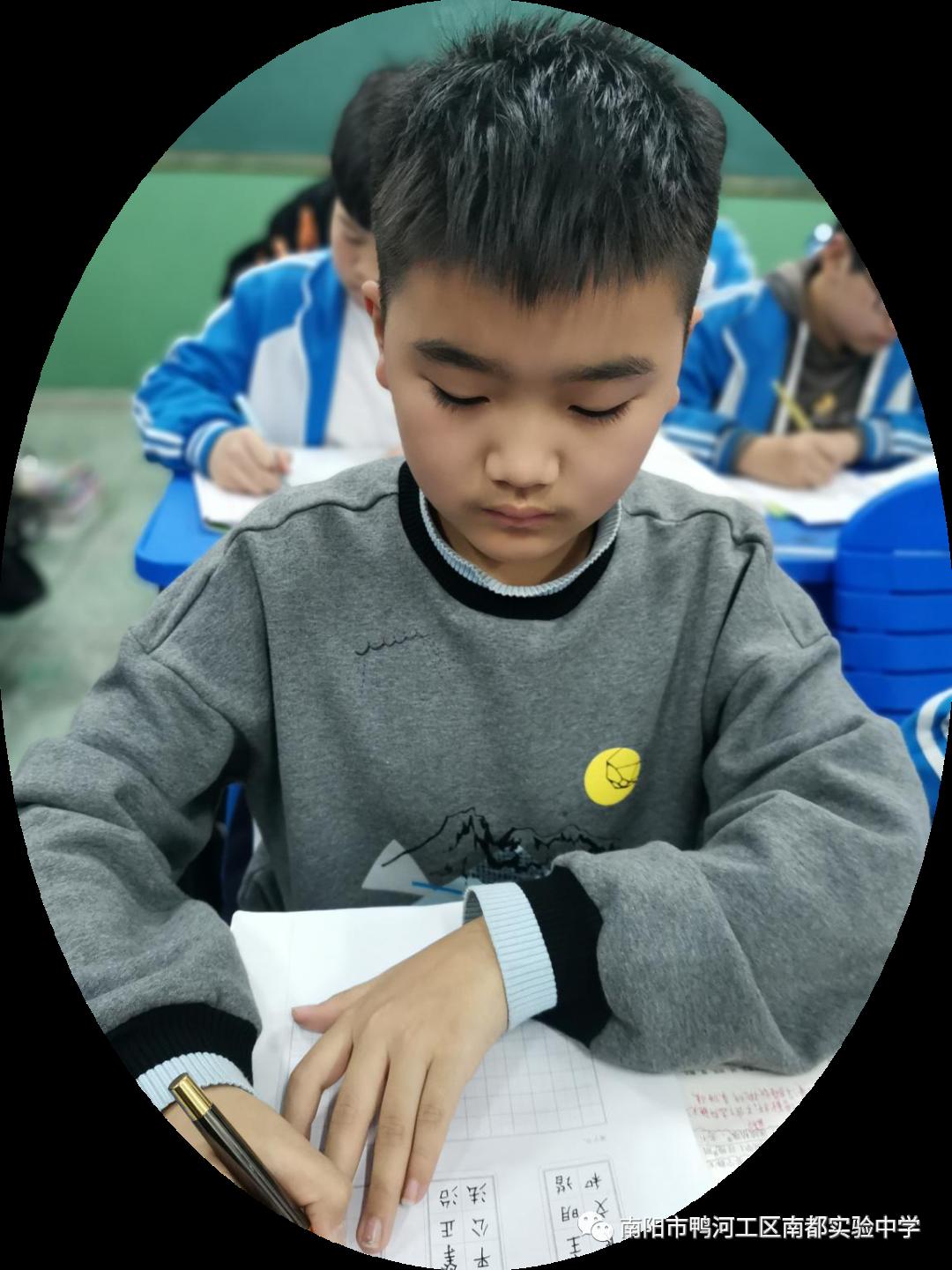 高考中考字迹直接影响成绩 南都实验中学举办硬笔书法比赛 锻炼学生专注严谨学风