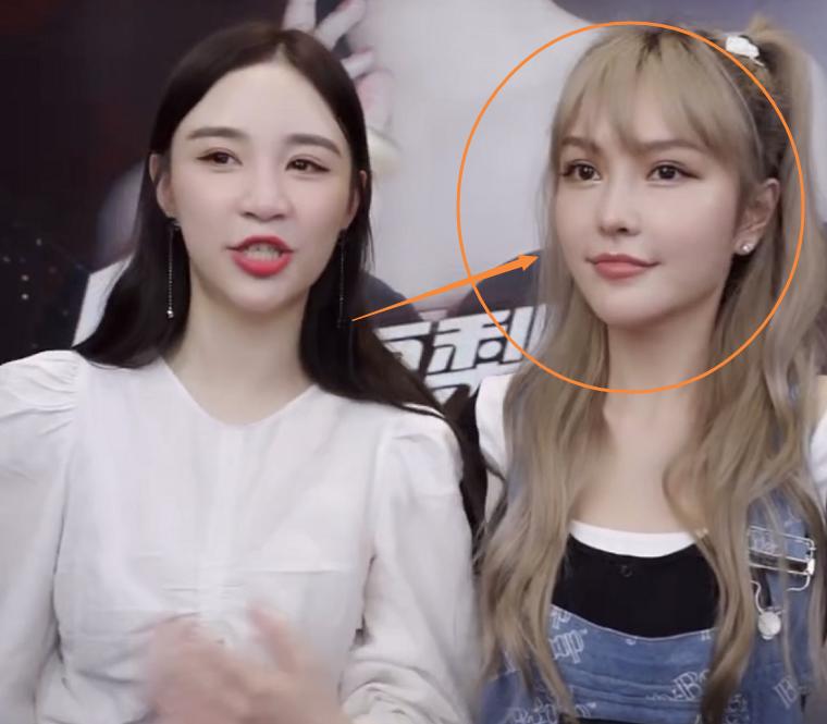 周扬青直播演示美容仪,镜头放大五倍看她的脸,皮肤状态认真的吗
