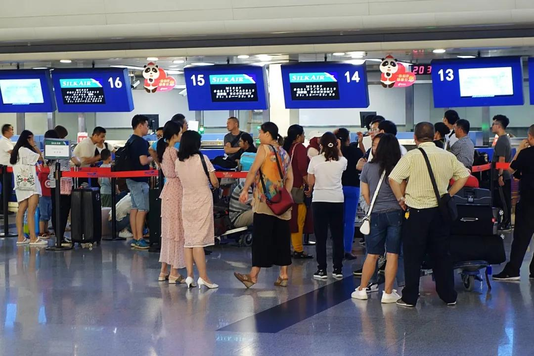 成都拿什么追赶北京上海,再建一座国际机场够不够?