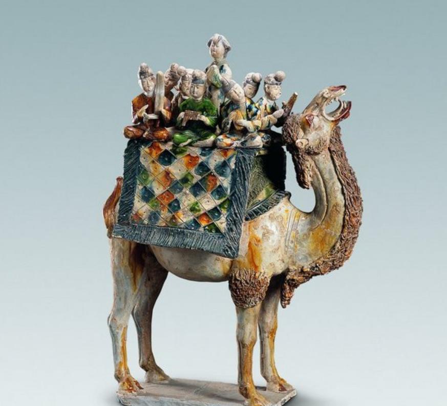 陕西历史博物馆有件骆驼载乐俑,专家看到,说:它在现实中不可能