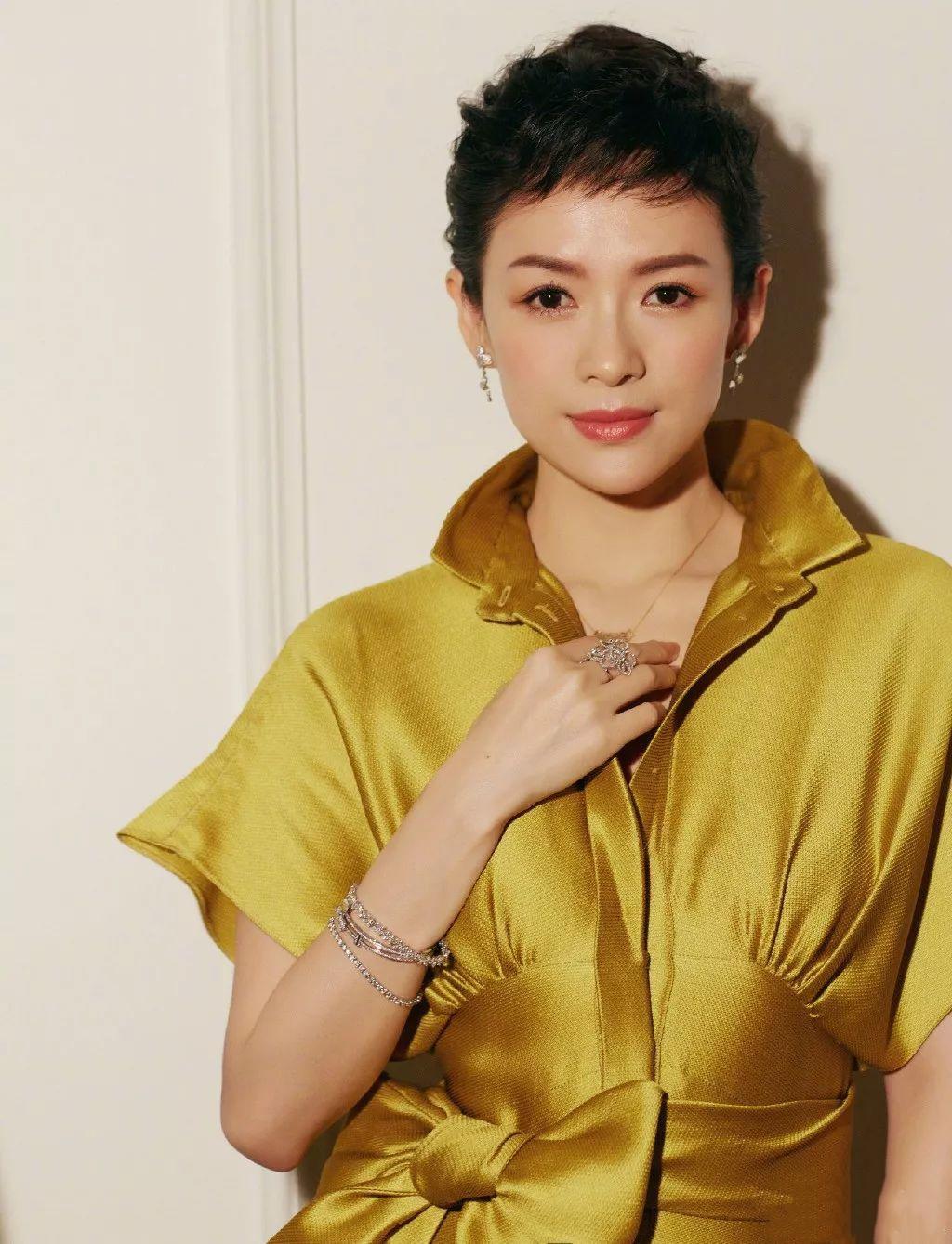 从村姑章到国际章,章子怡在发型和穿搭上,做了哪些有效的改变