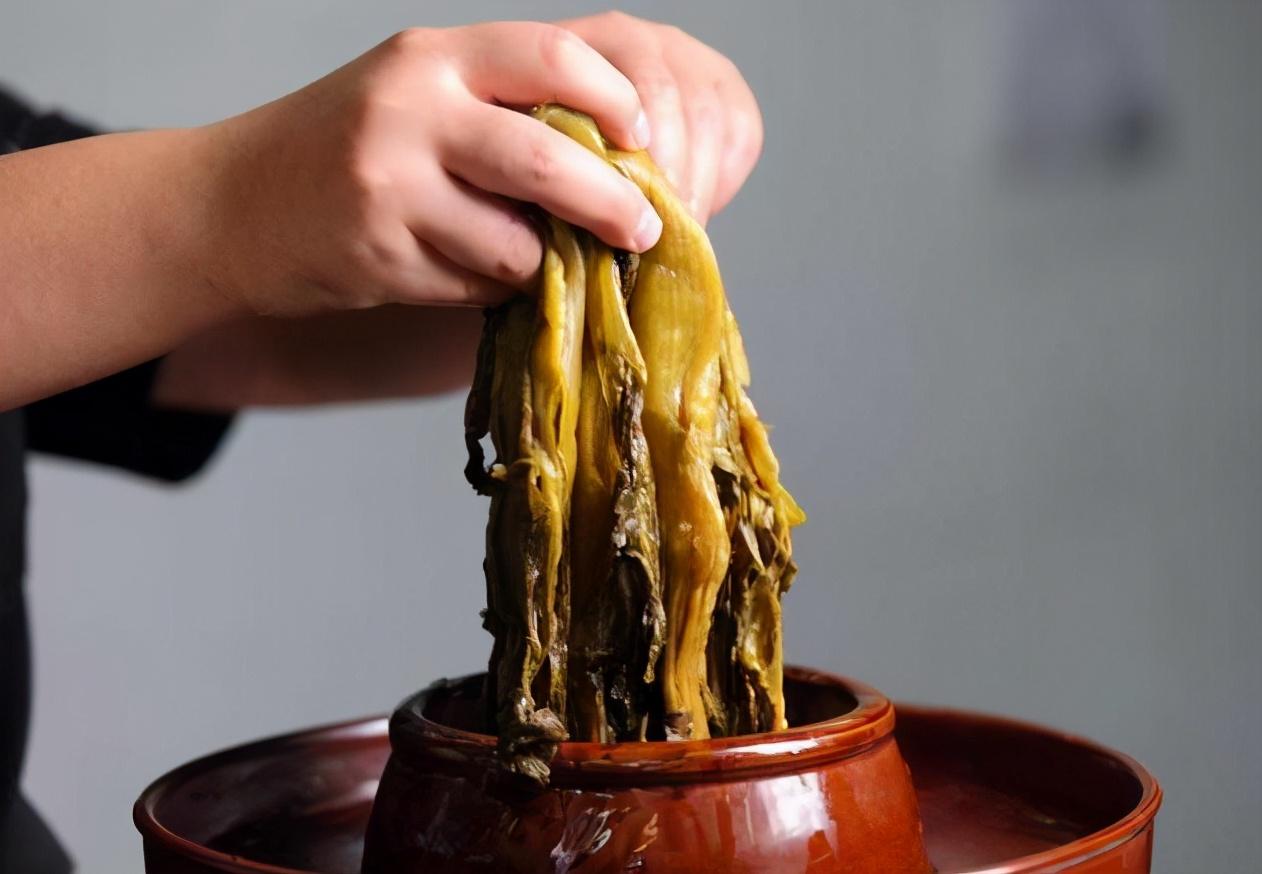 腌酸菜学会3个技巧 不发霉不起沫 越放越香