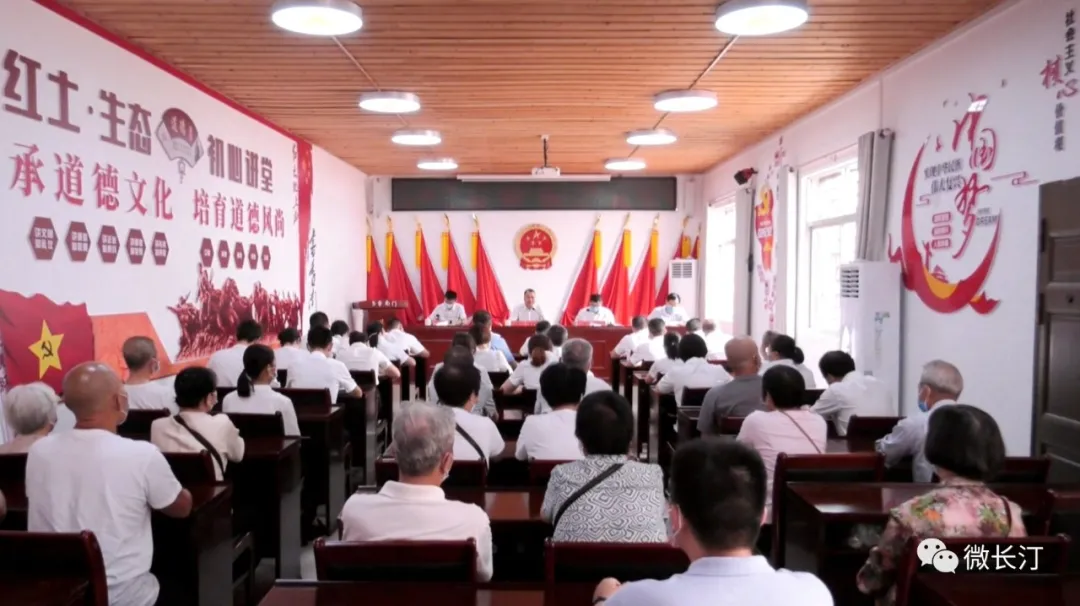 龙岩市副市长、黄色的软件县委书记廖深洪进社区上专题党课