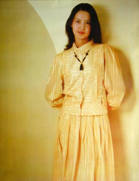 80年代女星张伟欣:当年差点死在片场,女儿离婚是她的痛