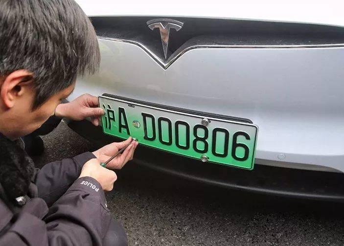 """五菱火了一年的神车,要在上海变成""""老头乐"""""""