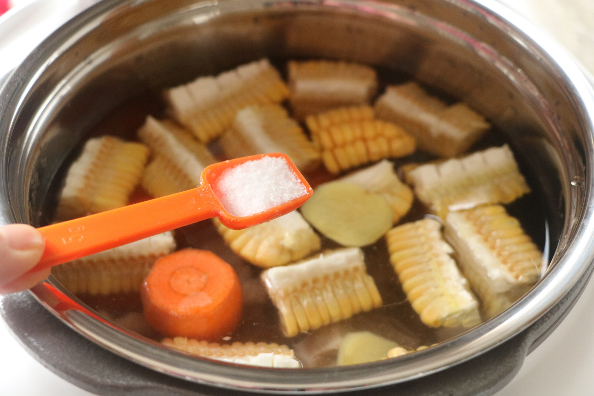 天氣轉涼,燉上這樣一道湯水,暖心暖胃好營養,老人孩子超愛喝