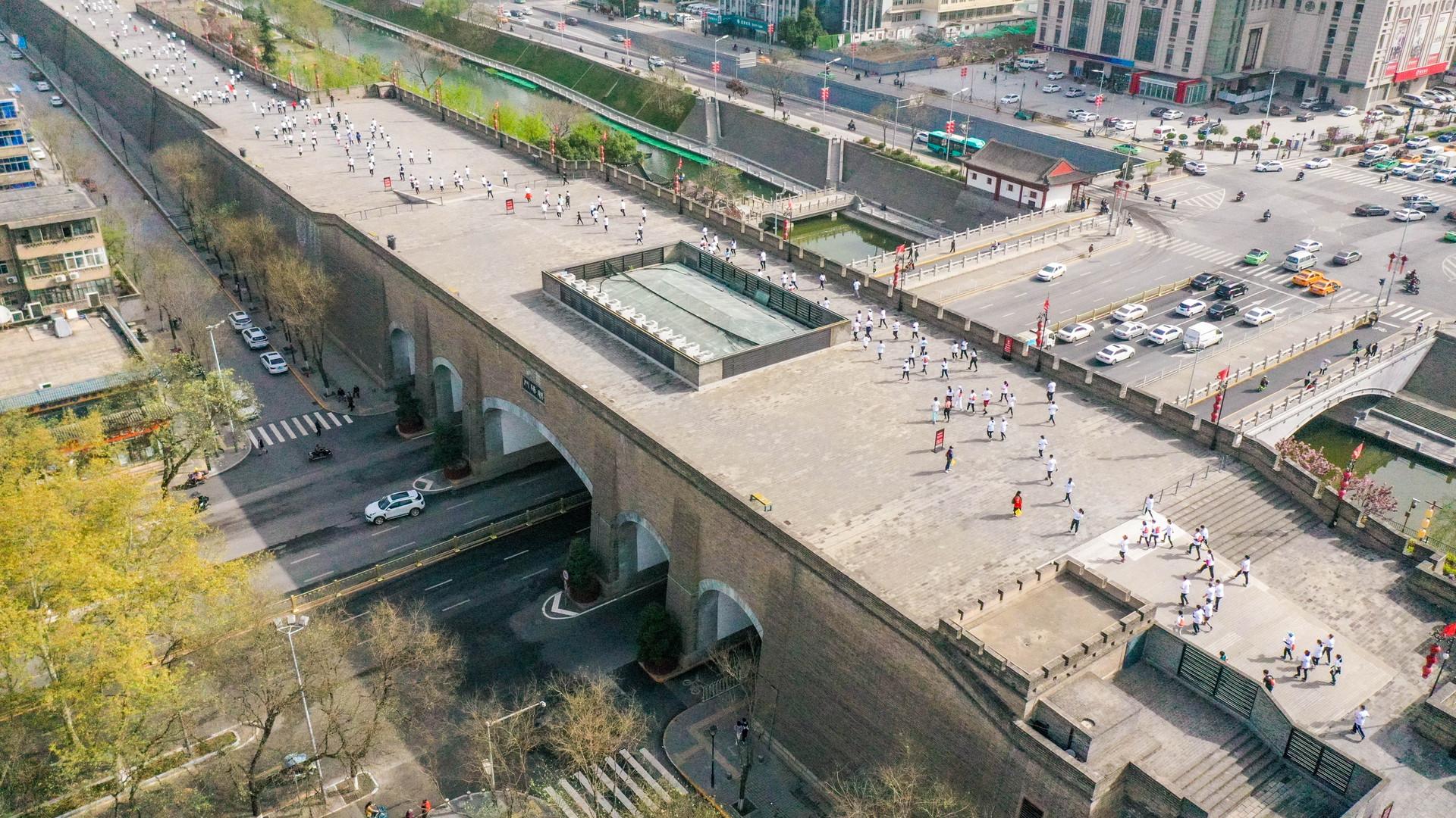 运动激活力、文化展内涵,2021西安新城区迷你马拉松火热开跑