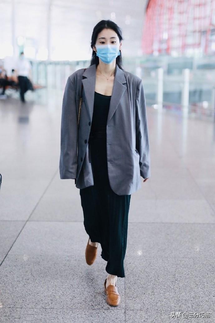 张碧晨真的不要再瘦了,这么窄的裤腿都填不满,衣服松垮不美观