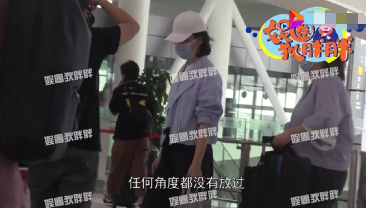 42岁陈数现身机场被狂拍,不受老公绯闻影响,表情淡定引猜测